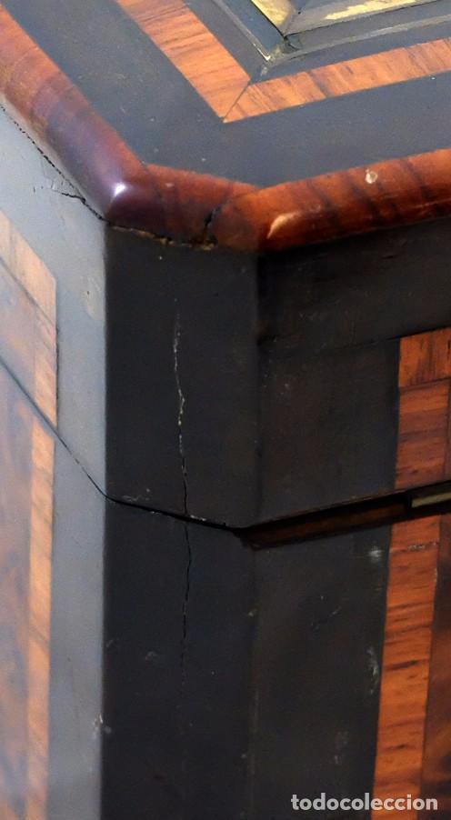 Antigüedades: PRECIOSA CAJA COSTURERA EN MADERA DE RAICES Y MARQUETERIA BOULLE. SIGLO XIX - Foto 18 - 102785447