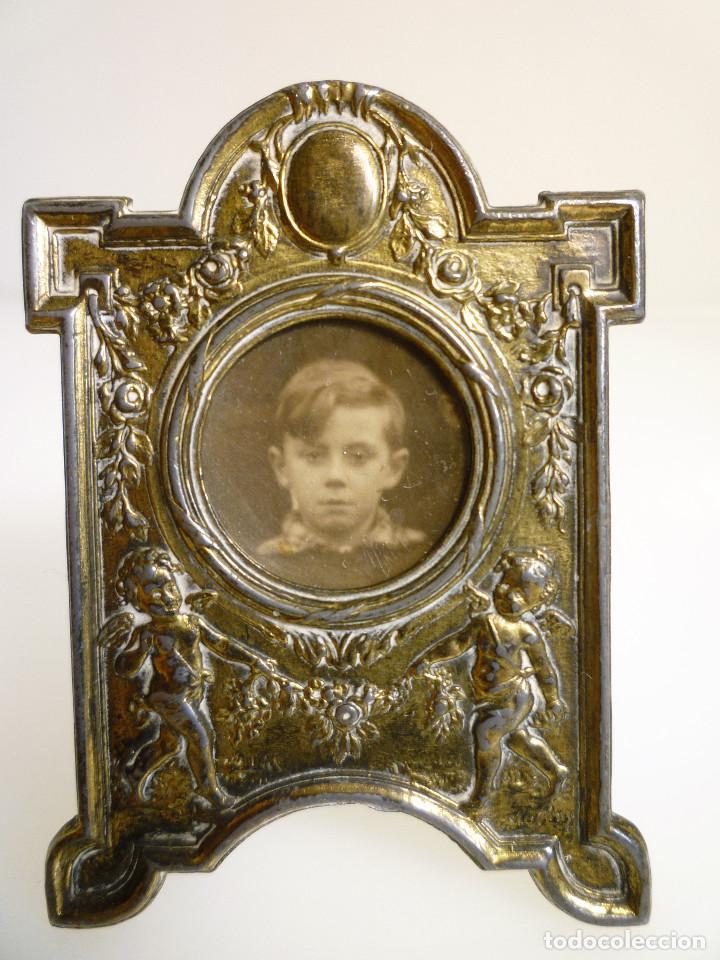 PEQUEÑO PORTAFOTOS DE BRONCE ART NOUVEAU FRANCES DE 1900 PIEZA NUMERADA DE COLECCION MARCADA (Antigüedades - Hogar y Decoración - Portafotos Antiguos)