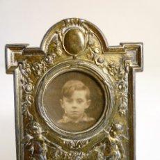 Antigüedades: PEQUEÑO PORTAFOTOS DE BRONCE ART NOUVEAU FRANCES DE 1900 PIEZA NUMERADA DE COLECCION MARCADA. Lote 102793147