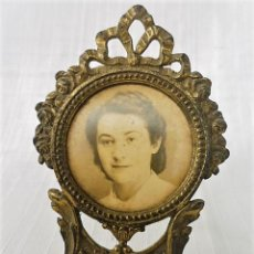 Antigüedades: PEQUEÑO PORTAFOTOS DE BRONCE ART NOUVEAU FRANCES DE 1900 PIEZA NUMERADA DE COLECCIO- Nº 52. Lote 102793387