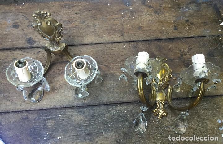 Antigüedades: Pareja de apliques en bronce dorado y cristal - Foto 2 - 102807735