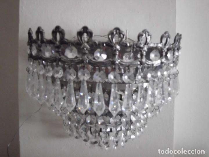 Antigüedades: Lámpara aplique de metal con cristales tallados - Foto 6 - 102826647