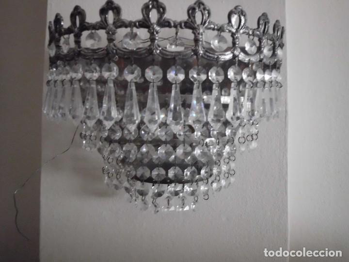Antigüedades: Lámpara aplique de metal con cristales tallados - Foto 2 - 102826647