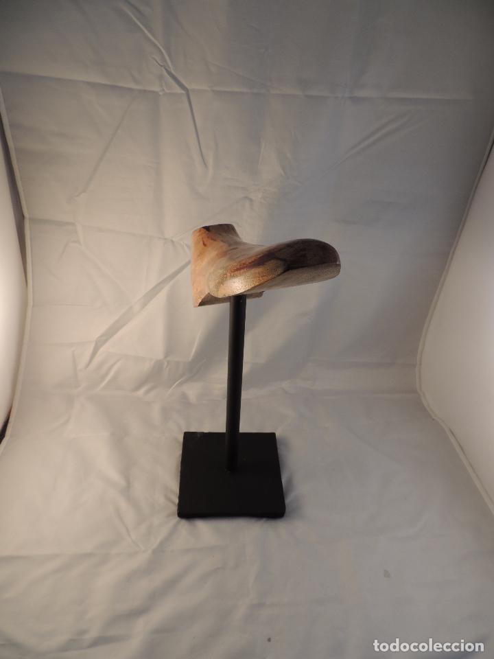 Antigüedades: HORMA DE ZAPATO SOBRE PIE DE HIERRO. IDEAL PARA ZAPATERIA - Foto 3 - 102827295