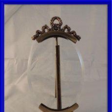Antigüedades: MARCO DE FOTOS OVALADO DE CRISTAL CON COPETE EN BRONCE DORADO. Lote 114412946