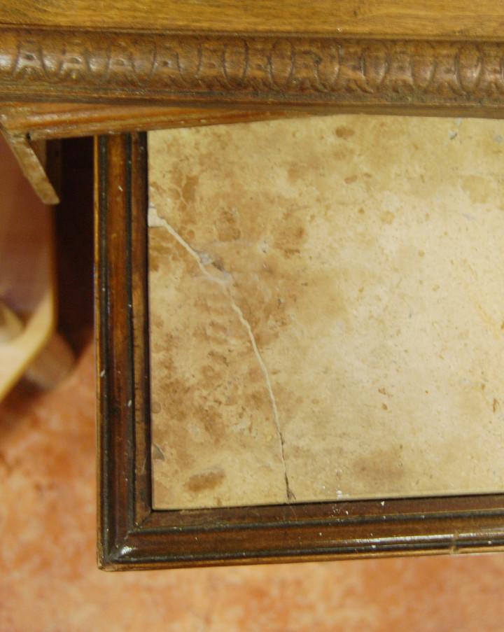 Antigüedades: Mesa antigua de mármol y madera con relieves tallados - Foto 4 - 55691809
