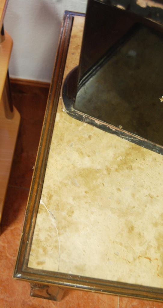 Antigüedades: Mesa antigua de mármol y madera con relieves tallados - Foto 5 - 55691809