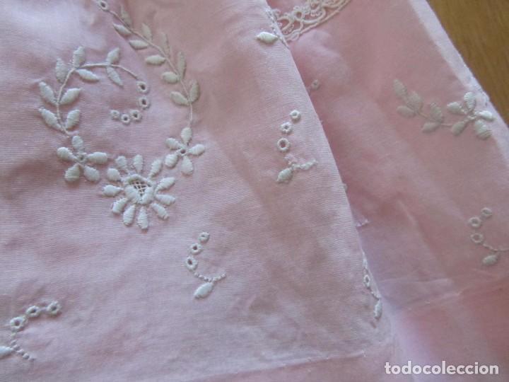 Antigüedades: Antiguo vestido para niña rosa pálido con muchos bordados - Foto 5 - 102972583