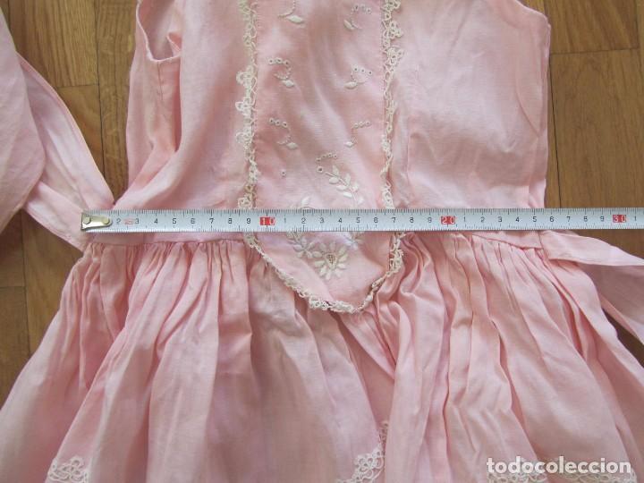 Antigüedades: Antiguo vestido para niña rosa pálido con muchos bordados - Foto 9 - 102972583
