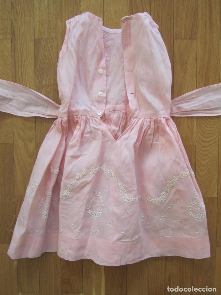 Antigüedades: Antiguo vestido para niña rosa pálido con muchos bordados - Foto 11 - 102972583