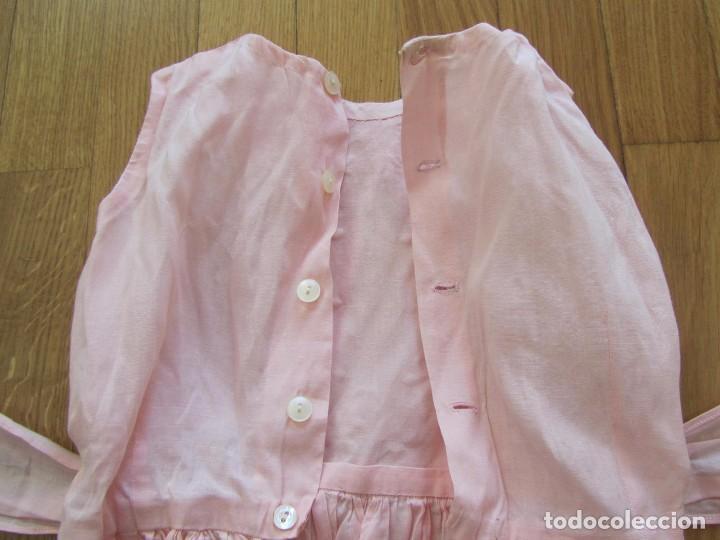 Antigüedades: Antiguo vestido para niña rosa pálido con muchos bordados - Foto 12 - 102972583
