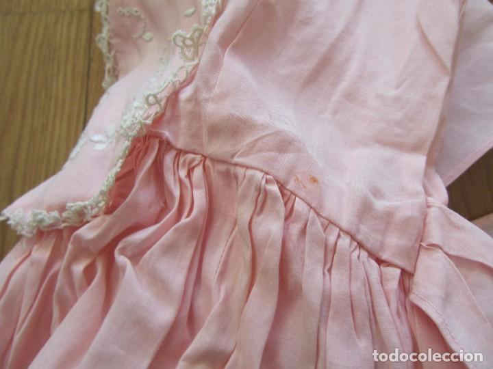 Antigüedades: Antiguo vestido para niña rosa pálido con muchos bordados - Foto 16 - 102972583