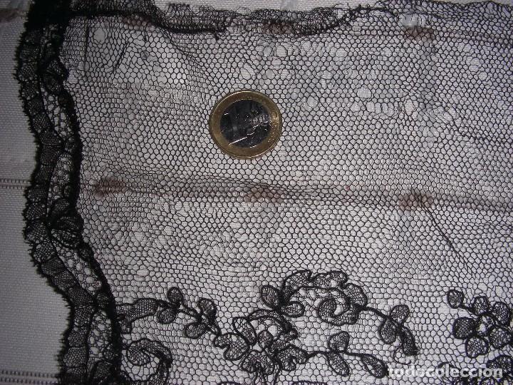 Antigüedades: ANTIGUO ENCAJE TIPO CHANTILLY INDUMENTARIA - Foto 5 - 102978335