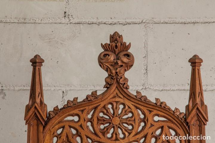 Antigüedades: Conjunto muebles compuesto de 6 sillas 2 butacas y una mesa de estilo neogótico alemán finales XIX - Foto 4 - 103048479