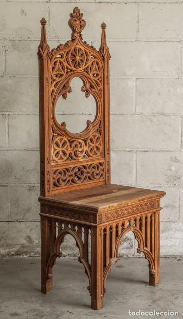 Antigüedades: Conjunto muebles compuesto de 6 sillas 2 butacas y una mesa de estilo neogótico alemán finales XIX - Foto 6 - 103048479