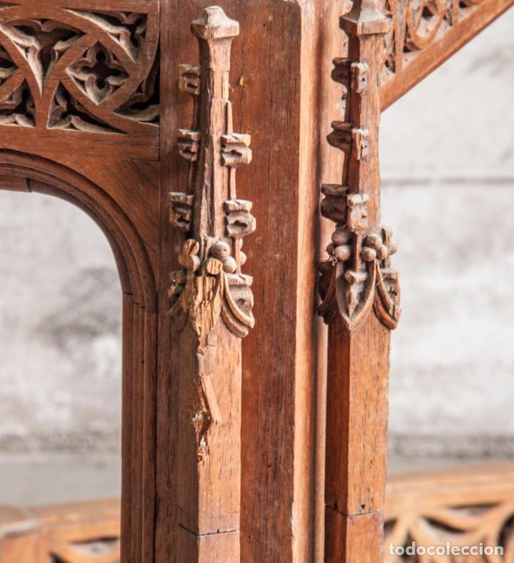 Antigüedades: Conjunto muebles compuesto de 6 sillas 2 butacas y una mesa de estilo neogótico alemán finales XIX - Foto 8 - 103048479