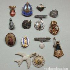Antigüedades: LOTE DE 13 INSIGNIAS-MEDALLAS RELIGIOSAS. Lote 103069679