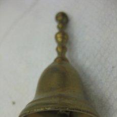 Antigüedades: CAMPANILLA DE MONAGUILLO O SERVICIO EN BRONCE 7,5 CMS. Lote 103102919