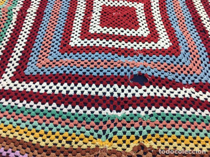 Antigüedades: TAPETE DE GANCHILLO DE COLORES, 75 CM. DE PUNTA A PUNTA Nº5 - Foto 12 - 103155611