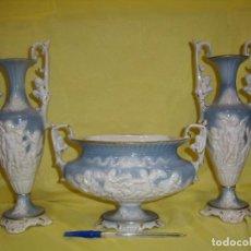 Antigüedades: CONJUNTO JARRONES Y CENTRO CAPODIMONTE, FABRICADO EN ITALIA, AÑOS 60, NUEVO SIN USAR.. Lote 103192863
