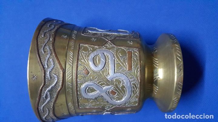 Antigüedades: Mortero almirez de bronce medicinal francés con iniciales HSB. - Foto 2 - 150169432