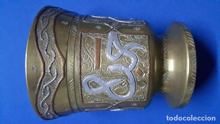 Antigüedades: Mortero almirez de bronce medicinal francés con iniciales HSB. - Foto 5 - 150169432