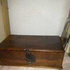 Antigüedades: ANTIGUA PEQUEÑA ARCA RESTAURADA. Lote 103224856