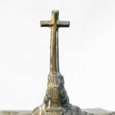 Antigüedades: PRECIOSA Y MUY TRABAJADA CRUZ DEL VALLE DE LOS CAIDOS EN METAL BRONCE DORADO EN CENICERO. Lote 103260695