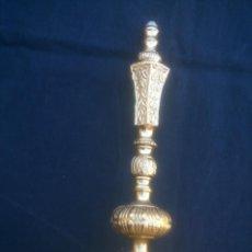 Antigüedades: PIE PARA LAMPARILLA EN BRONCE DE SOBREMESA. Lote 103271331