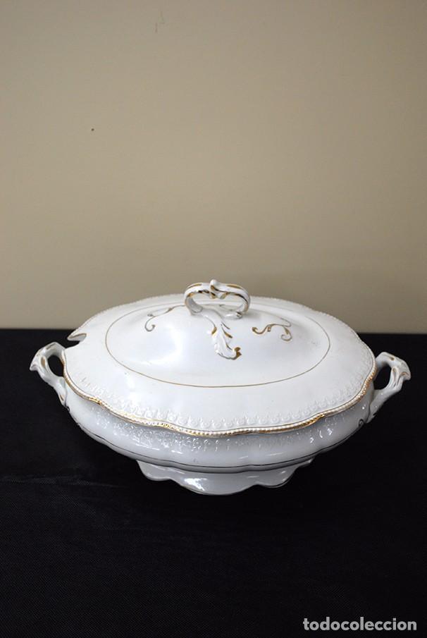 SOPERA ANTIGUA EN FINA PORCELANA (Antigüedades - Porcelanas y Cerámicas - Otras)