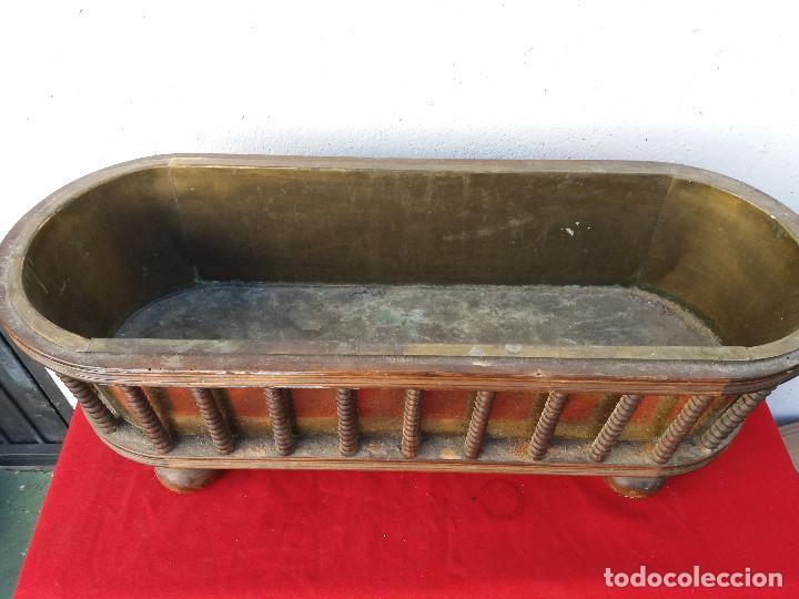 Antigüedades: macetero grande de madera y metal - Foto 2 - 103306667