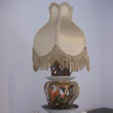 Antigüedades: PRECIOSA LAMPARA DE SOBREMESA DE ANTIGUAS PIEZAS DE PORCELANA CHINA Y JAPONESA. Lote 103323123