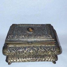 Antigüedades: ANTIGUO JOYERO - ANTIGUA CAJA - BRONCE. Lote 103335447