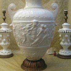 Antigüedades: BESTIAL LAMPARA 100CM! CERAMICA MAJOLICA ANTIGUA MANISES ESCENA EL RAPTO DE LAS SABINAS CLASICA. Lote 101951511