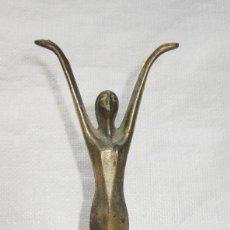 Antigüedades: FIGURA ANTIGUA ART DECO CREO EMBLEMA FRONTAL COCHE ANTIGUO O CLASICO. Lote 103363527