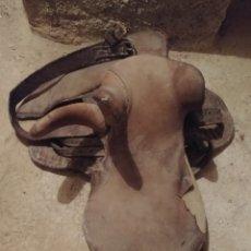 Antigüedades: ANTIGUA SILLA MONTAR DE MUJER S. XVIII.. Lote 103379316