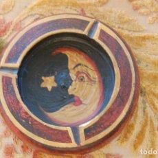 Antigüedades: CENICERO DE MADERARA PINTADO A MANO. MEDIDAS: 14 CM. DE DIÁMETRO Y 5 CM. DE ALTURA.. Lote 103418967