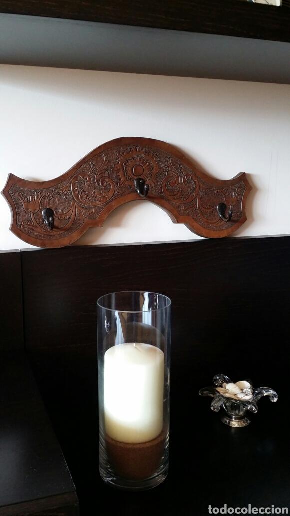 Antigüedades: Colgador de madera y cuero - Foto 4 - 103428027