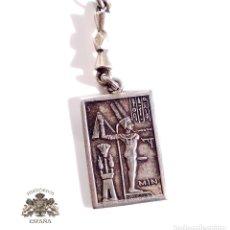 Antigüedades: LLAVERO DE PLATA CON MOTIVOS EGIPCIOS - PESO 22 GRAMOS . Lote 103443643