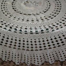 Antigüedades: MANTEL REDONDO EN GANCHILLO BEIGE ARTESANAL 150 CM ESTILO SHABBY CHIC 1,50 CM. Lote 103480515