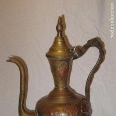 Antigüedades: AGUAMANIL DE COBRE REPUJADO, LATÓN Y ASA DE BRONCE.. Lote 103491875