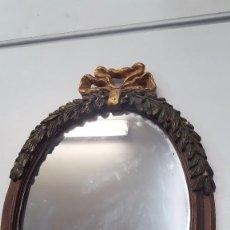 Antigüedades: ESPEJO ANTIGUO CON TRABAJOS EN MADERA. Lote 103526151