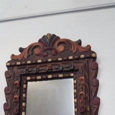 Antigüedades: ESPEJO ANTIGUO CON TRABAJOS EN MADERA. Lote 103526307