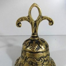 Antigüedades: ANTIGUA CAMPANA DE TALLE FLOR DE LYS EN BRONCE. Lote 103562931
