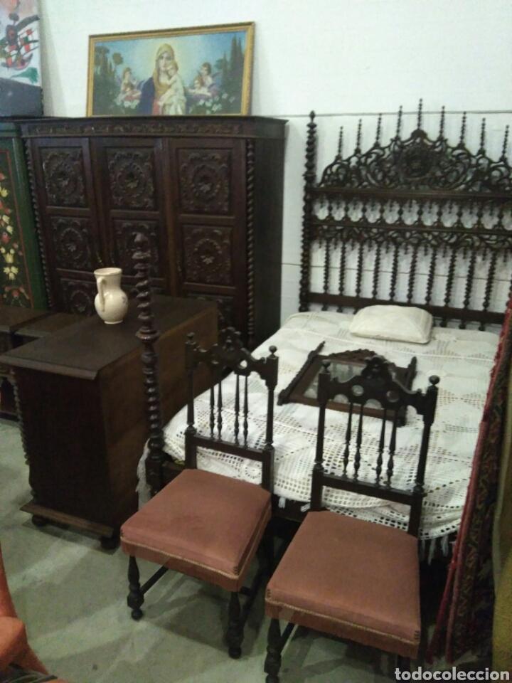 DORMITORIO MADERA DE CASTAÑO COMPUESTO POR CAMA MESILLAS SILLAS ARMARIO ESPEJO Y COMODA (Antigüedades - Muebles Antiguos - Camas Antiguas)