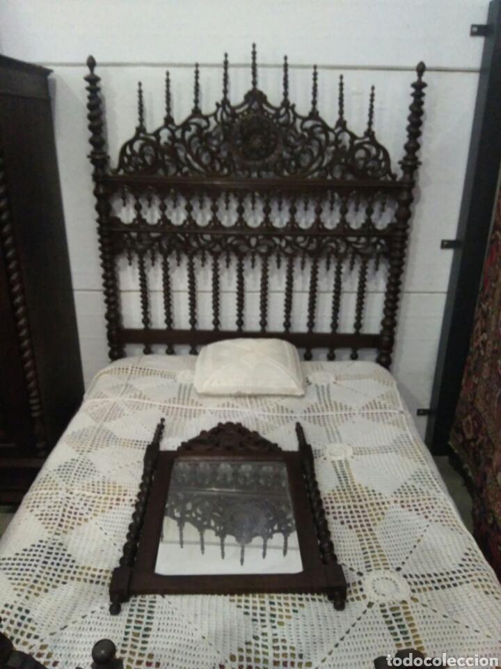 Antigüedades: Dormitorio madera de castaño compuesto por cama mesillas sillas armario espejo y comoda - Foto 3 - 103568242