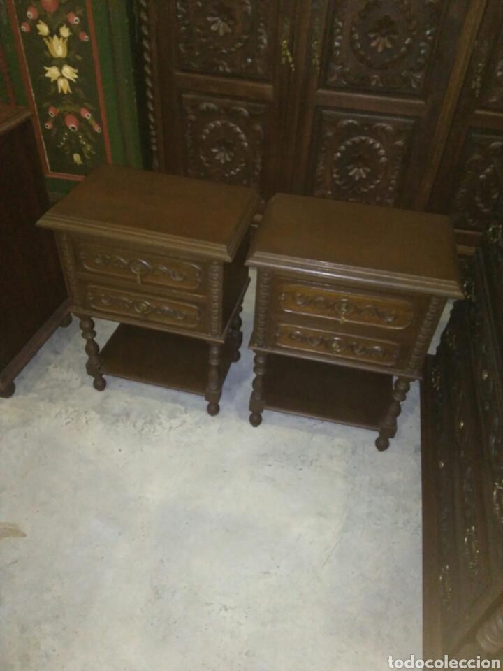 Antigüedades: Dormitorio madera de castaño compuesto por cama mesillas sillas armario espejo y comoda - Foto 5 - 103568242
