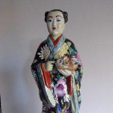Antigüedades: VALIOSA FIGURA CHINA DECORADA A MANO. Lote 103604971