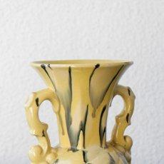 Antigüedades: JARRÓN DE CERÁMICA CON ASAS, 1940 APROX.. Lote 103609839