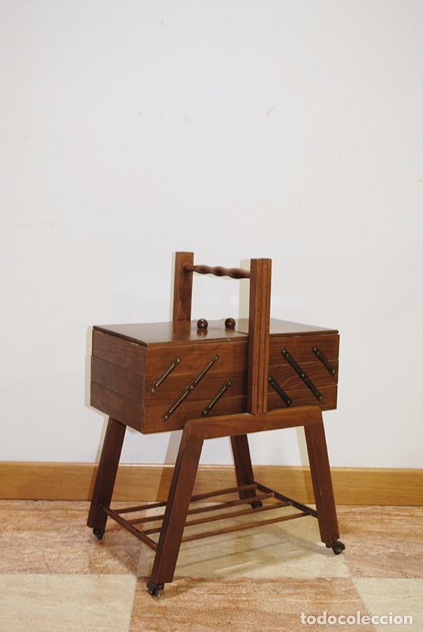 Antigüedades: COSTURERO ANTIGUO DE MADERA, ESTILO RETRO O VINTAGE - Foto 2 - 103615443